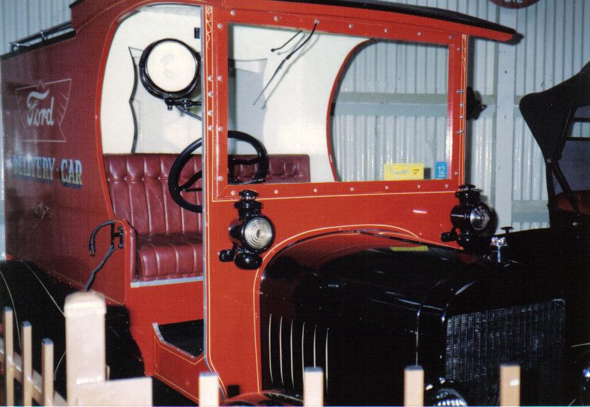 199011-01-parkes-auto-museum