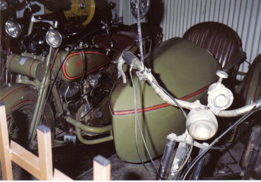 199011-03-parkes-auto-museum