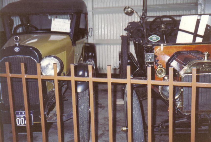 199011-04-parkes-auto-museum