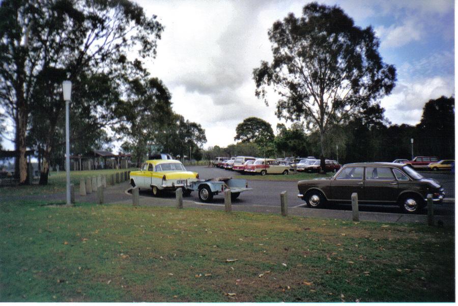 agm-2000-north-pine-dam-cars